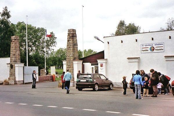 tr.5.kvetna Nova kasarna_2005.06.11